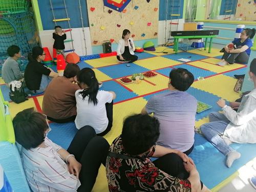 泰安市孤独症救助中心的讲课